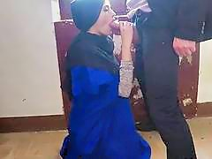 Arab Harlot Penelope Cum Earns Money By Giving Head